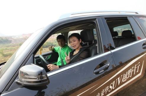 野风 山启用加长版凯迪拉克看房车,豪华suv车队体验越山之旅高清图片